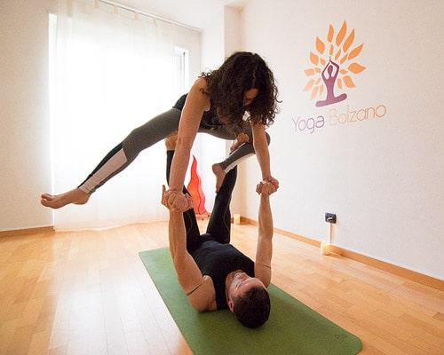 Yoga posizione in due difficili